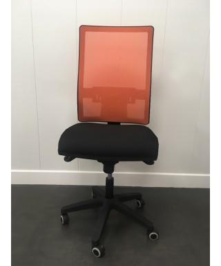 Silla de oficina ergonómica sin brazos- Mecanismo Syncro - Respaldo regulable - Naranja/Negro Passion. Ref. PYSILLA-DMACC4